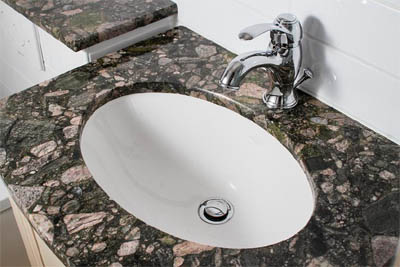 Kylpyhuoneen kivitasot